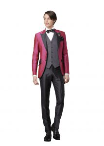 結婚式で新郎がレンタルするピンクのタキシード20316